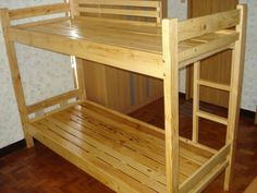 Neat recycled pallet bunk bed