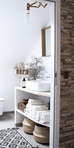 Wenn ihr euch gerne Vorher-Naher Bilder anschaut, solltet ihr heute mal auf meinem Blog vorbeischauen, dort zeige ich euch, wie unser Badezimmer vor der Renovierung ausgesehen hat.