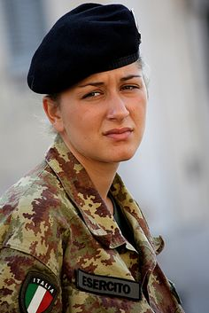 Italian female soldier