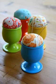 Make a Pin Cushion Egg Cup with this quick little tutorial. Unlike many other pin cushions that can roll away or get misplaced, this pretty pin cushion lives inside an egg cup. Sewing Hacks, Sewing Tutorials, Sewing Crafts, Sewing Projects, Pincushion Tutorial, Diy Cushion, Sewing Accessories, Sewing Notions, Sewing Kit