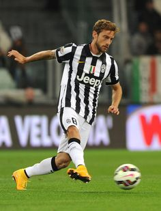 Claudio Marchisio of FC Juventus controll the ball during the Serie A match between Juventus FC and AC Cesena at Juventus Arena on September 24, 2014 in Turin, Italy.