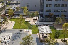 釜石大町商业休闲庭院 Kamaishi Omachi Plaza by studio on site Landscape Plaza, Landscape Elements, Landscape Architecture Design, Concept Architecture, Commercial Street, Sunken Garden, Urban Park, Water Features, Exterior Design