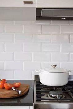 White subway tile kitchen splashback 5 kitchens that celebrate white subway tiles interior design home decor . White Kitchen Backsplash, Subway Tile Kitchen, White Kitchen Cabinets, Diy Kitchen, Kitchen Design, Pantry Design, Kitchen Pantry, Kitchen Reno, Kitchen Stuff