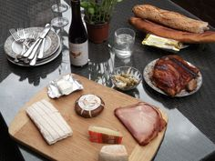 A Sunday lunch in Paris - Last year, still remembering the fresh bread and cheese...I'm hungry!