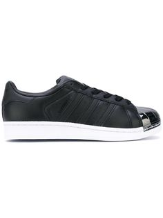 ¡Consigue este tipo de deportivas de Adidas ahora! Haz clic para ver los detalles. Envíos gratis a toda España. Adidas - Superstar 80's Sneakers - Women - Cotton/Leather/Rubber - 3.5: Black cotton and leather Superstar 80's sneakers from Adidas featuring a tonal metallic signature shell toe, a lace-up front fastening, a brand embossed tongue, a branded insole, a padded ankle, appliqué stripes at the sides, branded heel counter and a white rubber sole. Size: 3.5. Gender: Female. Material: ...