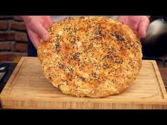 Chlebek cebulowy ! cebularz Idealny do potraw z grilla !!! / Oddaszfartucha - YouTube Lunch Recipes, Cooking Recipes, Pina Colada, Grilling, Dinner, Pizza, Kitchen, Youtube, Kitchens