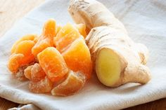 L'azione antiinfiammatoria di zenzero e curcuma in queste caramelle per il mal di gola.La ricetta http://salutecobio.com/caramelle-curcuma-zenzero-mal-di-gola