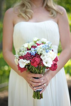 Red, White and Blue Wedding Ideas - Backyard summer wedding  |  The Frosted Petticoat Blog