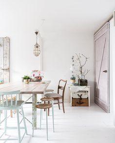 Aan de keukentafel bij @atelier_ellide  #kitchenstyling #interiorstyling…