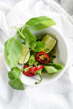Shrimp In Thai Coconut Sauce Clean Eating Vegetarian, Vegetarian Recipes, Healthy Eating, Cooking Recipes, Cooking Stuff, Shrimp Dishes, Shrimp Recipes, Indian Shrimp Curry, Cilantro Lime Shrimp
