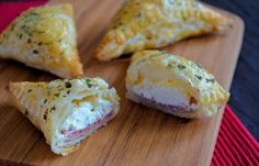 Cervelaat roomkaas flapjes / Fillo with saveloy and creamcheese Yummy Appetizers, Yummy Snacks, Snack Recipes, Cooking Recipes, Yummy Food, Snacks Für Party, Lunch Snacks, A Food, Good Food