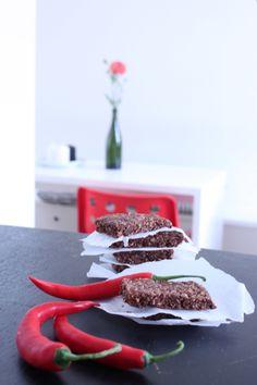 Välipalapatukat suklaalla ja chilillä.