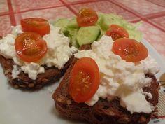 Pomazánka z bílků a sýra cotage Pesto, Grains, Rice, Cottage, Food, Catalog, Cottages, Essen, Meals