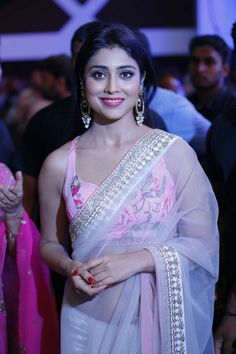 Hot and sexy Bollywood south movies tempting Indian famous tv show host and anchor model actress unseen shriya saran cute beautiful photos. Beautiful Bollywood Actress, Beautiful Indian Actress, Beautiful Actresses, Bollywood Saree, Indian Bollywood, Ethnic Fashion, Indian Fashion, Modern Fashion, Women's Fashion