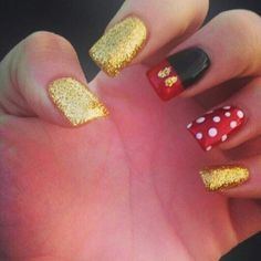 Sparkely Mickey Nails
