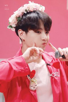 Find images and videos about kpop, bts and jungkook on We Heart It - the app to get lost in what you love. Foto Jungkook, Jungkook Cute, Kookie Bts, Jungkook Oppa, Kim Taehyung, Foto Bts, Bts Bangtan Boy, Bts Aegyo, Jung Kook