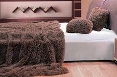 chlpate-plysove-deky-prehozy-v-hnedej-farbe Ottoman, Blanket, Chair, Furniture, Home Decor, Decoration Home, Room Decor, Home Furnishings, Stool