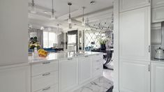 Piękna kuchnia: wnętrza w klasycznym stylu - Galeria - Dobrzemieszkaj.pl Kitchen Island, Sweet Home, Home Decor, Island Kitchen, Decoration Home, House Beautiful, Room Decor, Interior Decorating