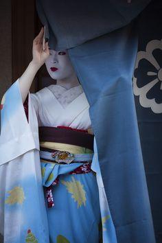 Oiran & Geisha | The gorgeous maiko Ichimari! (Source)