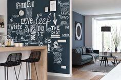 De nieuwe woonkamer van Jeanine en Richard | Styling Marianne Luning #vtwonen #programma #sbs6 #interior #weerverliefdopjehuis #sbs6 #kitchen #styling #livingroom #happywall