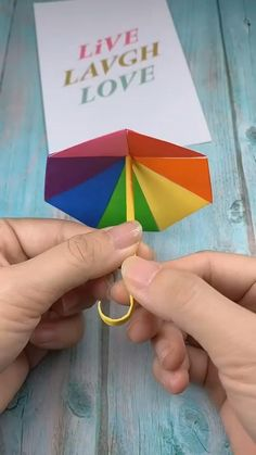 Paper Crafts Origami, Paper Crafts For Kids, Diy Paper, Paper Art, Paper Gifts, Tissue Paper, Fabric Crafts, Diy Crafts Hacks, Diy Crafts For Gifts