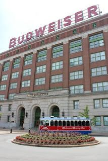 I visited the Budweiser factory in Saint Loius, USA in 2006, so happy I was.