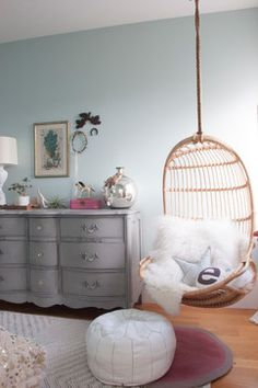 Said It: 'Do What Feels Natural to You' and Other Houzz Quotables Cornerstone Home Interiors carries a similar serpentine front dresser! Teenage Girl Bedrooms, Teenage Room, Tween Girls, Bedroom Wall, Bedroom Decor, Bedroom Ideas, Space Saving Bedroom, Girls Bedroom Colors, My New Room