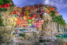 Cinque Terre, Itália - Assim como Burano, a colorida e pequena cidade é composta por cinco aldeias, todas com a privilegiada vista para o mar.