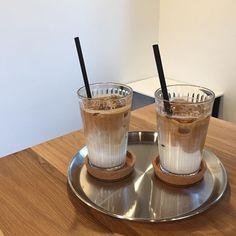 Coffee Cafe, Iced Coffee, Coffee Drinks, Aesthetic Coffee, Aesthetic Food, Iced Latte, Coffee Photography, Cafe Food, Coffee Is Life