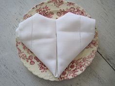 SUNDAY BAKER: napkin folding