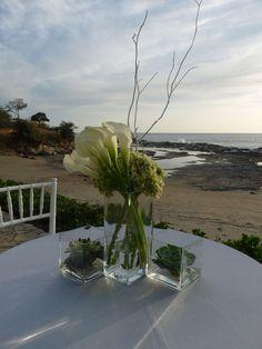 Pieza central con flores blancas y verdes + curly