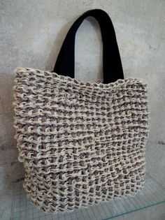 Tunisian crocheted shopper with white hemp thread and taupe jersey yarn