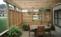 love this privacy screening and pergola.