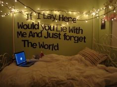 Snow Patrol lyrics on the wall?? Awesome : )