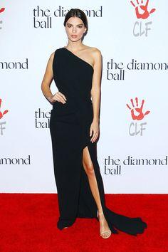 Emily Ratajkowski en The Diamond Ball organizado por Rihanna y la Fundación Clara Lionel en California.
