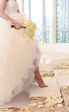 https://www.disneyweddings.com/my-wedding-space/dream-boards/inspiration-gallery/categories/accessories/