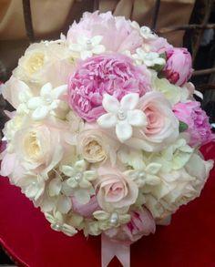 Garden roses, hrdrangea, stephinotis, peonies, pearls