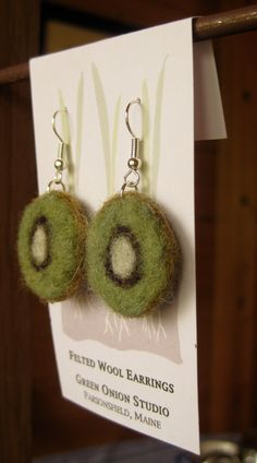 Items similar to Needle Felted Kiwi Earrings on Etsy Felt Diy, Handmade Felt, Felt Crafts, Textile Jewelry, Fabric Jewelry, Jewellery, Fabric Beads, Felt Fabric, Felt Necklace