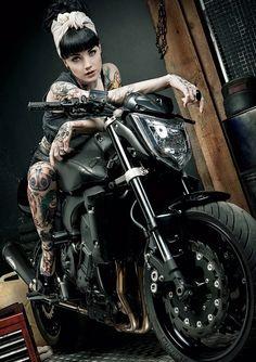 Rockabilly pin up Mode Rockabilly, Rockabilly Fashion, Lady Biker, Biker Girl, N Girls, Pin Up Girls, Honda Shadow 600, Fotos Pin Up, Motard Sexy