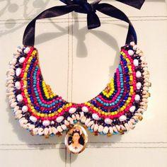 Collar bordado con diferentes aplicaciones Frida Kahlo. Matlove Artesanal Monica Cidrian