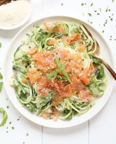 ROMIGE COURGETTI MET GEROOKTE ZALM