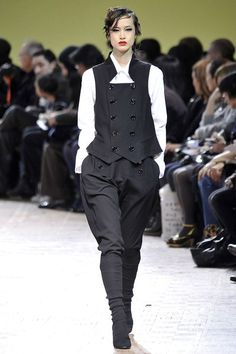 The complete Limi Feu Fall 2009 Ready-to-Wear fashion show now on Vogue Runway.