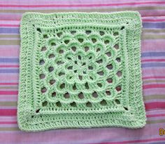 BOM CAL 2011 July 12 inch filler square by LIZZIEHELEN, via Flickr.  Free Pattern.