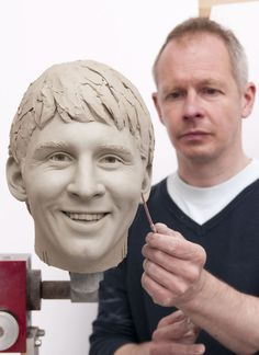 This image released by Madame Tussauds in London shows sculptor Jim Kempton working on the clay sculpture of soccer star Lionel Messi, which is the first stage in the waxwork figure creation process. Madame Tussauds, Soccer Stars, Lionel Messi, Kawaii Anime, Sculpting, Clay, Poses, Statue, Football