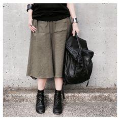 ▶︎▶︎▶︎ ・ 【10sei0otto】 COTTON LINEN STRETCH SKIRT PANT ・ スーパーストレッチのリネンコットンのスカーチョ。 毎シーズン、履きやすさでリピートの入荷。 カジュアルになりがちなミリタリーの カラーも品のある雰囲気で◎ ・…