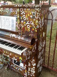 Camberwell Green piano by secretlondon123, via Flickr