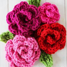 Easy rose. Download this free pattern at allcrochetpatterns.net