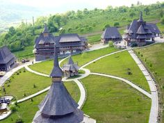 Wooden churches of Maramureș, România. Romania Facts, Beautiful World, Beautiful Places, Visit Romania, Visit Prague, Largest Countries, Central Europe, Bucharest, Vacation Spots