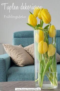 So kannst du Tulpen schön dekorieren und einfach mal kreativ in die Vase stecken! Das sieht wirklich schön aus. #Tulpen #Frühlingsdeko Tulips, Interior, Repurposing, Inspiration, Recycling, Home Decor, German, Flowers, Kitchen
