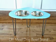 DIY Mod Dog Bowl Stand from Dans le lakehouse. Hairpin legs, how I adore you!